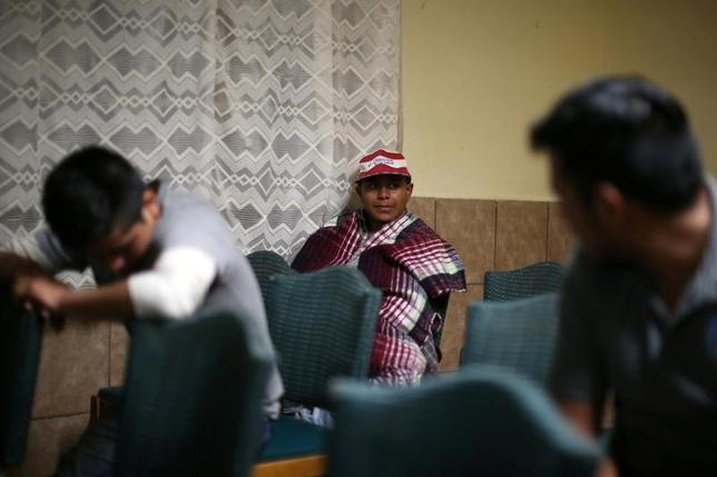 4月18日、メキシコ難民局(COMAR)によると、トランプ米大統領が選挙戦に勝利した2016年11月以降、今年3月までの難民申請数が5421件となり、2015─16年同期の2148件から150%増加した。写真はエルサルバドルからの難民。メキシコのソノラ州で2月撮影(2017年 ロイター/Lucy Nicholson)