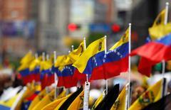 Banderas de Venezuela se ven durante una manifestación opositora en Caracas, Venezuela, 8 de abril de 2017.  REUTERS/Christian Veron