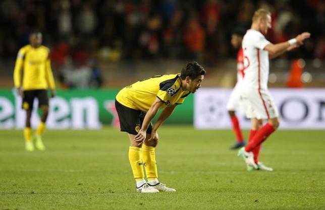 4月19日、サッカーの欧州CL準々決勝第2戦、香川真司(中央)がフル出場のドルトムントは敵地でモナコに1─3と敗れ、2戦合計3─6で敗退した(2017年 ロイター)