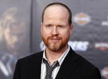 """IMAGEN DE ARCHIVO: El director Joss Whedon posa en en el estreno de """"Avengers"""" en Hollywood, California. 11 de abril 2012.El director Joss Whedon dijo el miércoles que todavía no ha pensado en una actriz para que interprete a la protagonista de """"Batichica"""", su próxima película de superhéroes. REUTERS/Danny Moloshok"""