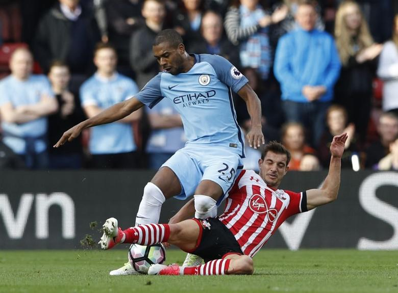 Britain Soccer Football - Southampton v Manchester City - Premier League - St Mary's Stadium - 15/4/17 Southampton's Cedric Soares in action with Manchester City's Fernandinho  Reuters / Stefan Wermuth Livepic