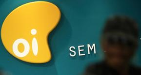 El logo de Oi en una de sus filiales en Sao Paulo, Brasil. 2 de octubre 2013.  Un tribunal holandés ordenó el miércoles a dos filiales de la compañía telefónica brasileña Oi SA que inicien procedimientos de quiebra, lo que ofrece a algunos acreedores una nueva forma de presión en su lucha en el caso más grande de bancarrota en Brasil. REUTERS/Nacho Doce/File Photo