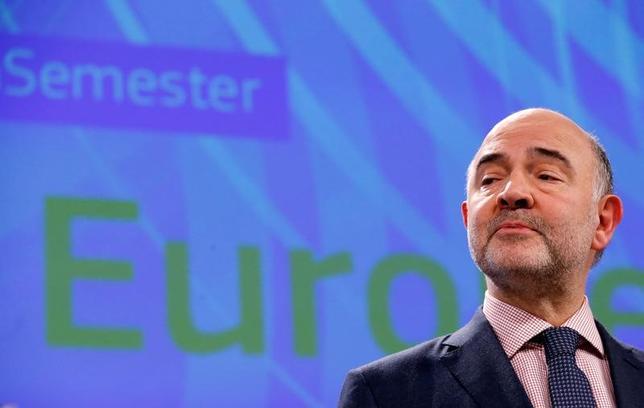 4月20日、欧州連合(EU)欧州委員会のモスコビシ委員(経済・財務・税制担当)は、ポピュリズム(大衆迎合主義)の台頭をあおっている経済の格差拡大に歯止めをかけるため、ユーロ圏は独自の予算と本格的な銀行同盟、意思決定について民主的に責任を果たすことが必要との見解を示した。写真は2月、ベルギー・ブリュッセルで撮影(2017年 ロイター/Framcois Lenoir)