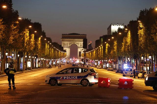 Police secure the Champs Elysee Avenue after a shooting incident in Paris, France, April 20, 2017. REUTERS/Christian Hartmann