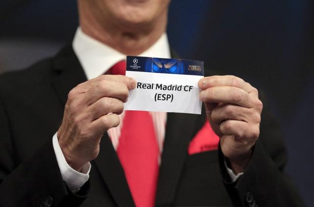 Football Soccer - UEFA Champions League Semi-Final Draw - Nyon, Switzerland - 21/4/17 Final Ambassador Ian Rush holds the name of Real Madrid during the draw of the UEFA Champions League semi-finals Reuters / Pierre Albouy Livepic