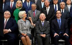 Ministros de finanzas y gobernadores se encuentran en reuniones con el FMI , en Washington. 22 de abril 2017.   Los países miembros del Fondo Monetario Internacional (FMI) se comprometieron el sábado a trabajar para reducir los desequilibrios mundiales, pero no repitieron su anterior compromiso de resistir a todas las formas de proteccionismo.REUTERS/Mike Theiler