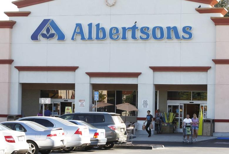 FILE PHOTO: Customers leave an Albertsons grocery store with their purchases in Burbank, California July 17, 2012. REUTERS/Fred Prouser