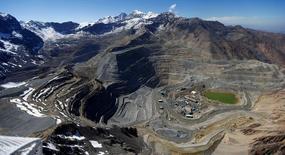 Vista aérea de la mina Los Bronces en la zona central de Chile.  17 de noviembre de 2014. Las minas de la estatal chilena Codelco, una de las mayores productoras mundiales de cobre, operaban normalmente el lunes luego de un fuerte sismo que sacudió a la zona central del país, dijo a Reuters la empresa. REUTERS/Ivan Alvarado