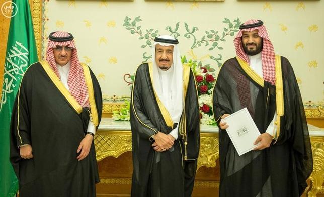 4月24日、サウジアラビアの指導者たちは、財政緊縮と改革が車の両輪としてうまく機能することは滅多にないことを学びつつある。リヤドで2016年4月撮影。Saudi Press Agency提供(2017年 ロイター)