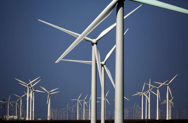 Wind turbines for generating electricity are seen at a wind farm in Guazhou, Gansu Province, China, September 15, 2013.    REUTERS/Carlos Barria/File Photo