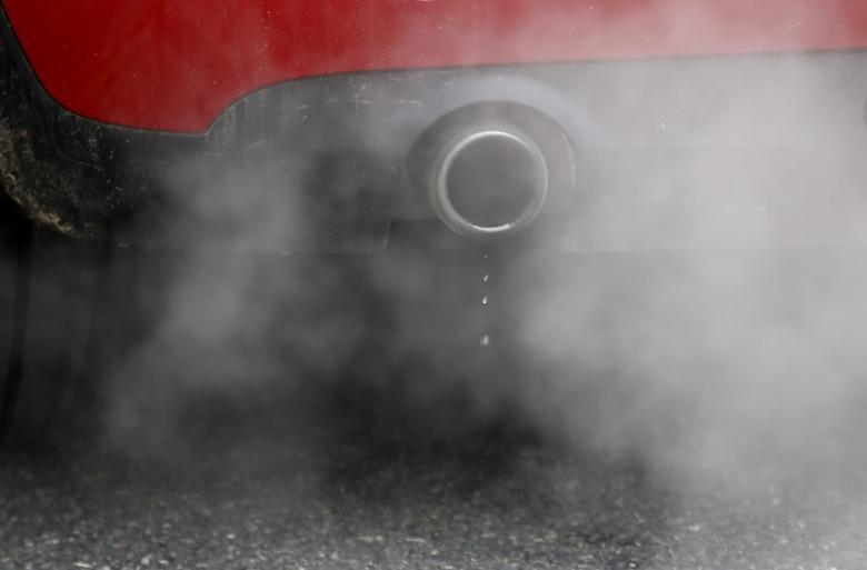 An exhaust emits fumes as a car is driven through Richmond in London, Britain December 2, 2016.  REUTERS/Peter Nicholls