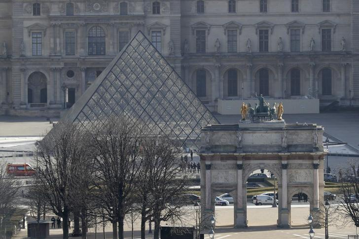 A general view shows the Carrousel du Louvre and the Louvre Pyramid in Paris, France, February 3, 2017.   REUTERS/Philippe Wojazer/File Photo