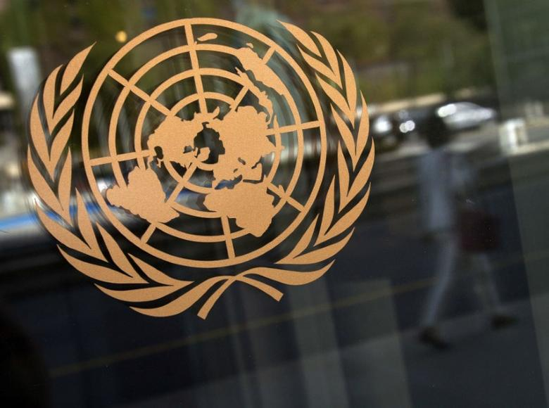 The logo of the United Nations is seen on the outside of their headquarters in New York, September 15, 2013.       REUTERS/Carlo Allegri