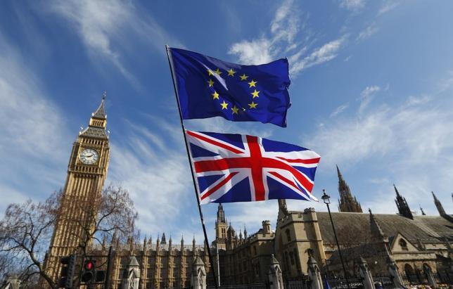 4月25日、欧州銀行連盟のフレデリック・ウデア会長は、欧州連合(EU)は英国のEU離脱(ブレグジット)が完了するまで、新たな銀行規制の策定を見送るべきとの見解を示した。写真はロンドンの国会議事堂前で3月撮影(2017年 ロイター/Peter Nicholls)