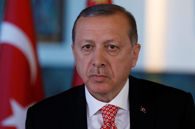 4月25日、トルコのエルドアン大統領(写真)は、ロイターの取材に応じ、トルコの欧州連合(EU)加盟交渉が長引いている背景にはイスラム教への嫌悪感があるとし、加盟を断念する用意もあると語った。写真は取材に際してアンカラで撮影(2017年 ロイター/Umit Bektas)