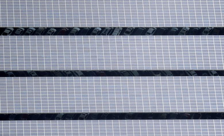 Solar panels are seen on the roof of a car park in Mountain View, California, U.S. on April 7, 2016.  REUTERS/Noah Berger/File Photo