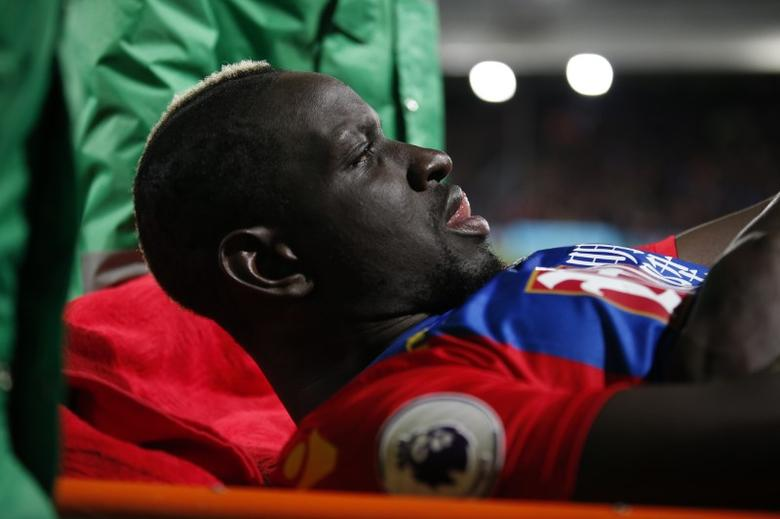 Britain Soccer Football - Crystal Palace v Tottenham Hotspur - Premier League - Selhurst Park - 26/4/17 Crystal Palace's Mamadou Sakho is stretchered off after sustaining an injury  Action Images via Reuters / Matthew Childs