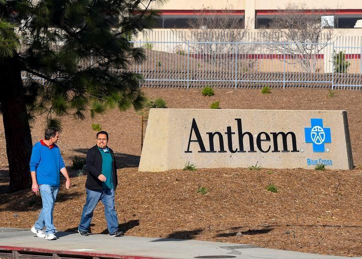 People walk past the office building of health insurer Anthem in Los Angeles, California February 5, 2015.   REUTERS/Gus Ruelas/File Photo