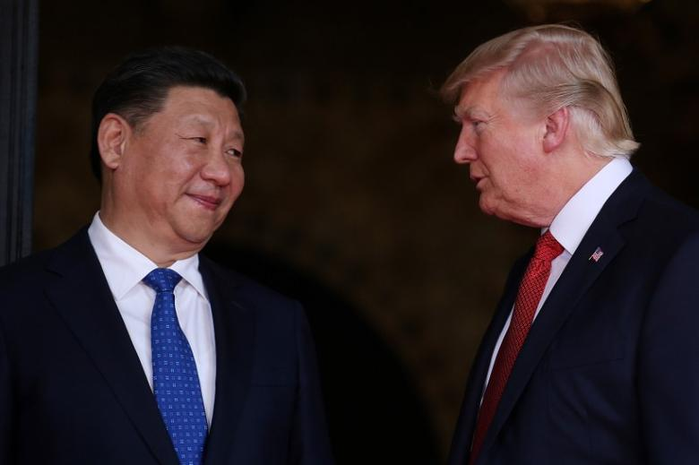 U.S. President Donald Trump welcomes Chinese President Xi Jinping at Mar-a-Lago state in Palm Beach, Florida, U.S., April 6, 2017. REUTERS/Carlos Barria/File Photo