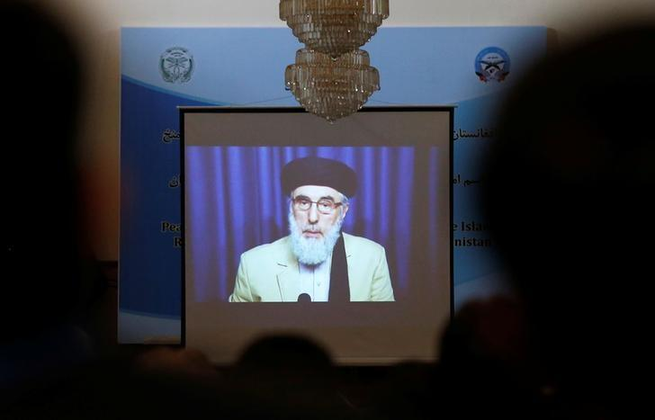 A screen shows the broadcast of Gulbuddin Hekmatyar during a signing ceremony with Afghan government at the presidential palace in Kabul, Afghanistan September 29, 2016. REUTERS/ Omar Sobhani/Files