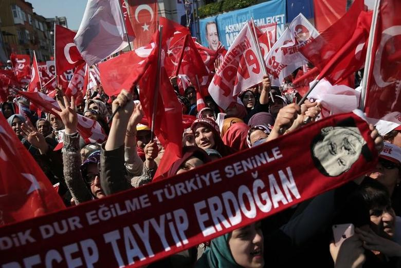 Supporters of Turkish President Tayyip Erdogan wave Turkey's national flags and ''Yes'' campaign flags during a rally for the upcoming referendum in Istanbul, Turkey, April 15, 2017. REUTERS/Alkis Konstantinidis
