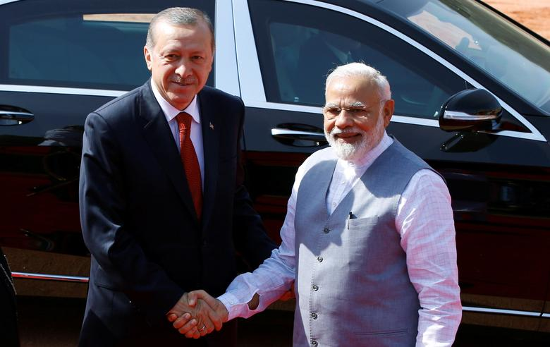 Turkish President Tayyip Erdogan shakes hands with India's Prime Minister Narendra Modi (R) during his ceremonial reception at the forecourt of India's Rashtrapati Bhavan presidential palace in New Delhi, India, May 1, 2017. REUTERS/Adnan Abidi