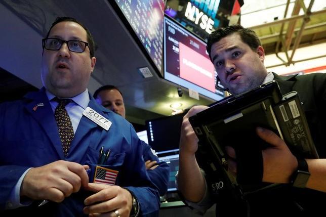 Traders work on the floor of the New York Stock Exchange (NYSE) in New York, U.S., April 27, 2017. REUTERS/Brendan McDermid
