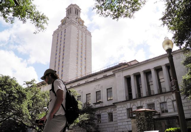 FILE PHOTO: A student walks at the University of Texas campus in Austin, Texas, U.S., on June 23, 2016.  REUTERS/Jon Herskovitz/File Photo
