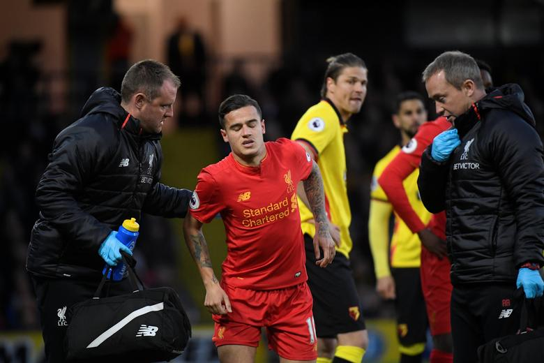 Britain Football Soccer - Watford v Liverpool - Premier League - Vicarage Road - 1/5/17 Liverpool's Philippe Coutinho receives medical attention Reuters / Toby Melville Livepic
