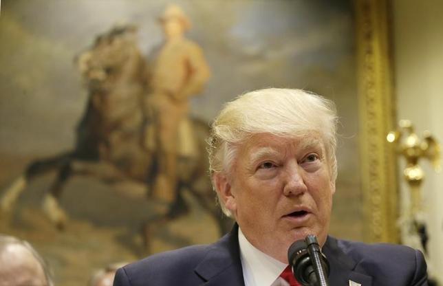 5月2日、英上院の国際関係委員会はリポートで、中東政策に関して米国の指導力にはもはや頼れないとの見解を示した。また、イランが核合意にとどまるよう、欧州の緊密な協力が必要だとした。写真は米国のトランプ大統領。ワシントンで4月撮影(2017年 ロイター/Kevin Lamarque)