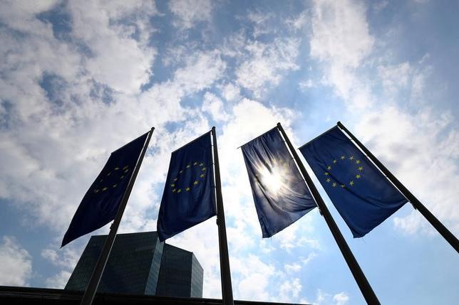 5月2日、欧州中央銀行(ECB)理事会メンバーのノボトニー・オーストリア中銀総裁は、6月8日の次回理事会で2018年の政策方針や超低金利政策からの出口について議論すべきだとの見解を示した。4月撮影(2017年 ロイター/Kai Pfaffenbach)