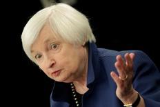La presidenta de la Fed, Janet Yellen, en una conferencia de prensa en Washington, Estados Unidos. 15 de marzo 2017. La Reserva Federal de Estados Unidos probablemente mantendrá las tasas de interés estables en su reunión de esta semana, en momentos en que hace una pausa para analizar los datos económicos, pero podría sugerir que prepara una subida en junio. REUTERS/Yuri Gripas