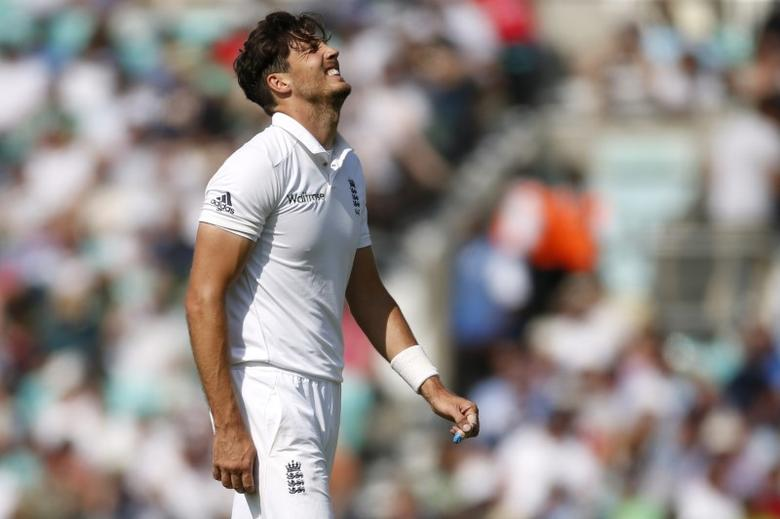 Britain Cricket - England v Pakistan - Fourth Test - Kia Oval - 14/8/16 England's Steven Finn looks dejected after he is injured Action Images via Reuters / Paul Childs Livepic EDITORIAL USE ONLY.