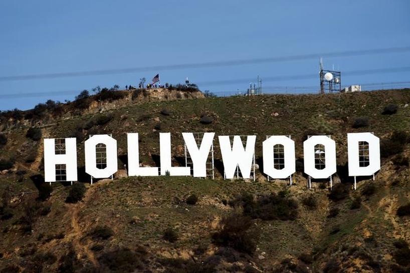 Guionistas de Hollywood evitan huelga tras acuerdo con estudios por  contratos   Reuters
