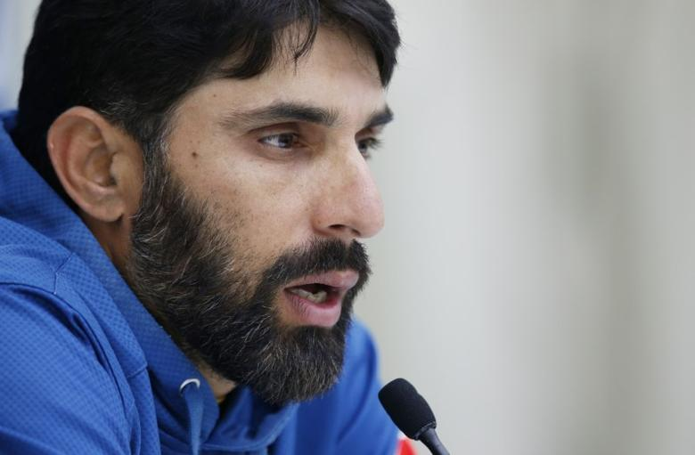 Pakistan's Misbah-ul-Haq talks to the media during the press conference Action Images via Reuters / Paul Childs