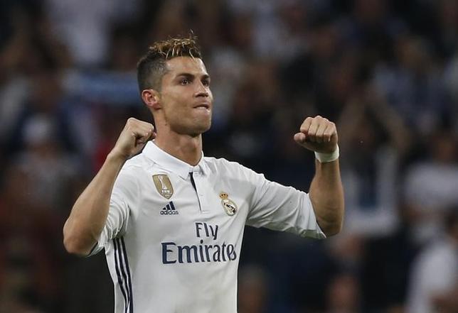 5月2日、サッカーの欧州チャンピオンズリーグ(CL)は、準決勝第1戦の1試合を行い、レアル・マドリードはホームでアトレチコ・マドリード(ともにスペイン)とのダービーを3─0で制した。クリスティアノ・ロナルド(写真)がハットトリックを決めた(2017年 ロイター)