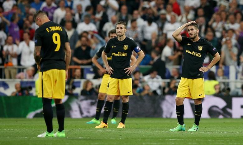 Football Soccer - Real Madrid v Atletico Madrid - UEFA Champions League Semi Final First Leg - Estadio Santiago Bernabeu, Madrid, Spain - 2/5/17 Atletico Madrid's Fernando Torres, Gabi and Koke look dejected after Real Madrid's third goal Reuters / Albert Gea Livepic
