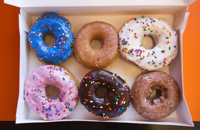 FILE PHOTO: A box of donuts, (from top L clockwise) manager's special, traditional glazed, vanilla, pumpkin, chocolate and strawberry, is pictured at a newly opened Dunkin' Donuts store in Santa Monica, California September 2, 2014.   REUTERS/Mario Anzuoni/File Photo