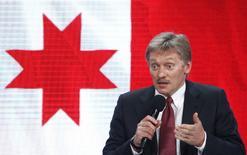 El portavoz del Kremlin, Dmitry Peskov, habla durante una conferencia de prensa en Moscú, Rusia. 23/12/2016.El Kremlin dijo el jueves que no ha decidido aún si Rusia extenderá a la segunda mitad del año el acuerdo de recorte de producción de crudo sellado con países de dentro y fuera de la OPEP.  REUTERS/Sergei Karpukhin