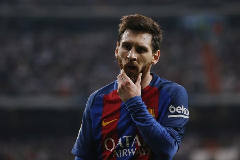 Football Soccer - Real Madrid v FC Barcelona - Spanish Liga Santander - Santiago Bernabeu, Madrid, Spain - 23/4/17 Barcelona's Lionel Messi  Reuters / Susana Vera Livepic