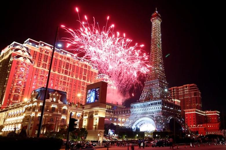 Fireworks explode over Parisian Macao as part of the Las Vegas Sands development during its opening ceremony in Macau, China September 13, 2016.  REUTERS/Bobby Yip