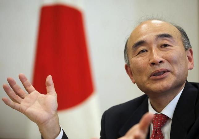 5月5日、元財務官で国際通貨基金(IMF)の古沢満宏副専務理事(写真)は、横浜市でロイターのインタビューに応じ、日銀の金融政策について「緩和していく方向性は良い事だ」と語った。写真は2013年4月都内で撮影(2017年 ロイター/Issei Kato)