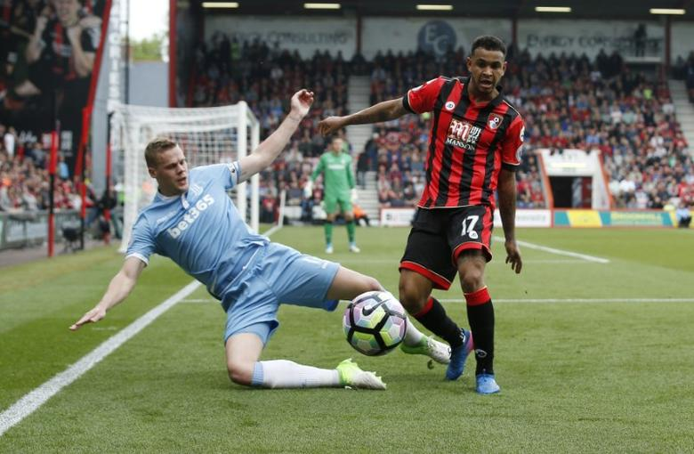 Britain Soccer Football - AFC Bournemouth v Stoke City - Premier League - Vitality Stadium - 6/5/17 Stoke City's Ryan Shawcross in action with Bournemouth's Joshua King  Action Images via Reuters / Andrew Couldridge