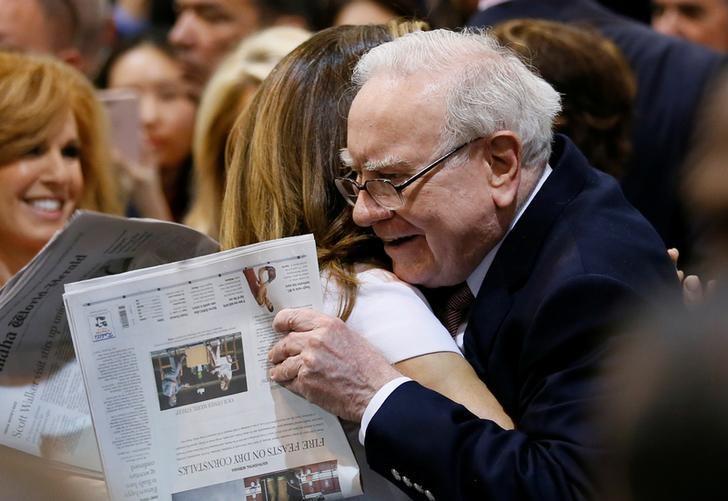 Berkshire Hathaway chairman and CEO Warren Buffett hugs former model Kathy Ireland before the Berkshire Hathaway annual meeting in Omaha, Nebraska, U.S. May 6, 2017. REUTERS/Rick Wilking