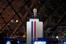 El presidente electo de Francia, Emmanuel Macro, habla luego de su victoria cerca del museo de Louvre en París, Francia, 7 de mayo de 2017. REUTERS/Benoit Tessier