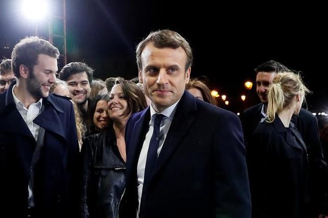 5月8日、米シティグループは、フランス大統領選決選投票で当選を決めたマクロン前経済相が率いる政治勢力が6月の国民議会(下院)選挙で最大議席を獲得するとの見通しを示した(2017年 ロイター/Thomas Samson)