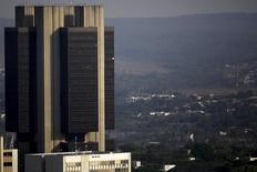 La sede del Banco Central de Brasil en Brasilia, sep 23, 2015. Los principales bancos mundiales en Londres planean trasladar alrededor de 9.000 puestos de trabajo al continente en los próximos dos años, según fuentes y comunicados públicos, a medida que el éxodo de empleos financieros empieza a tomar forma.  REUTERS/Ueslei Marcelino