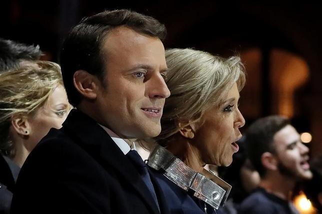 5月7日、39歳の若さで仏大統領選に当選したマクロン氏は、古くなった主流派をひっくり返すと同時に、経済や政治面におけるナショナリズムの波を抑えることに成功した。写真はパリで代表撮影(2017年 ロイター)