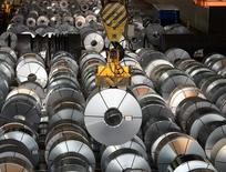 La producción industrial alemana cayó menos de lo esperado en marzo, mostraron datos publicados el martes, que apoyaron las expectativas sobre un comportamiento sólido en la mayor economía europea en el primer trimestre. En la imagen, una planta de acero en Salzgitter, Baja Sajonia, el 3 de marzo de 2016. REUTERS/Fabian Bimmer/File Photo