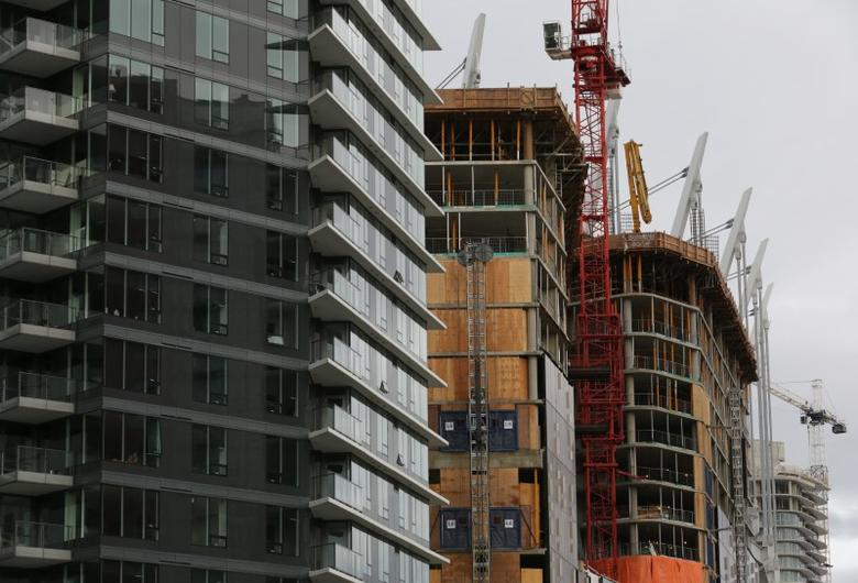 FILE PHOTO: New condominium towers are seen under various stages of construction in the Yaletown district of downtown Vancouver, British Columbia, Canada November 19, 2016.  REUTERS/Chris Helgren